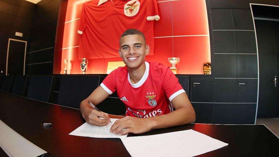 Jovem de Amares assina contrato profissional com o Benfica