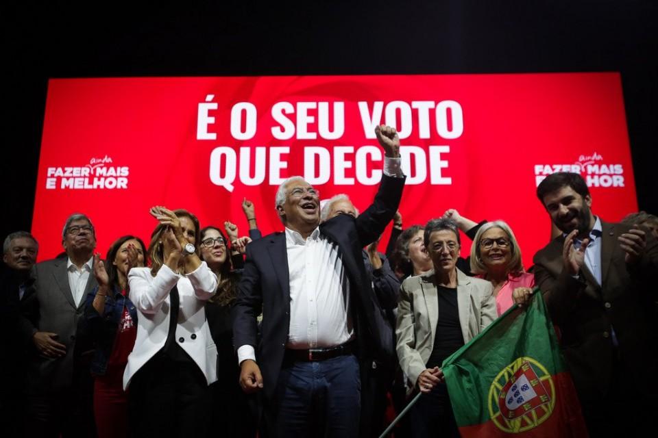 Projecções das televisões dão vitória ao PS com larga maioria