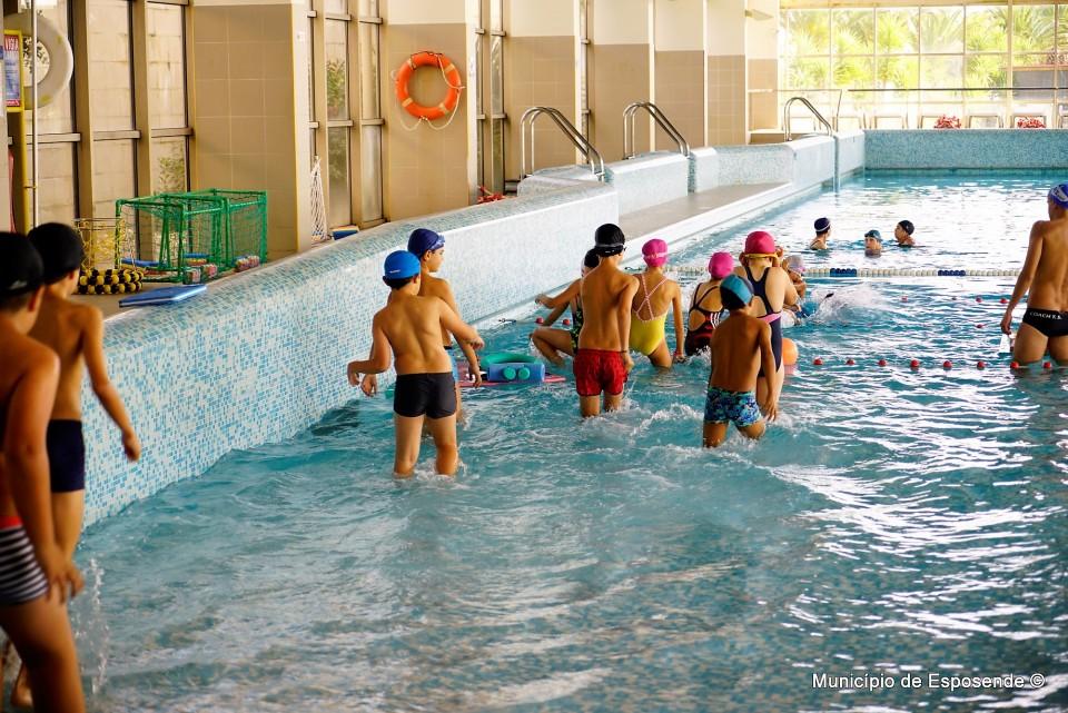 Cerca de 900 alunos de Esposende aprendem a nadar, música e expressão física