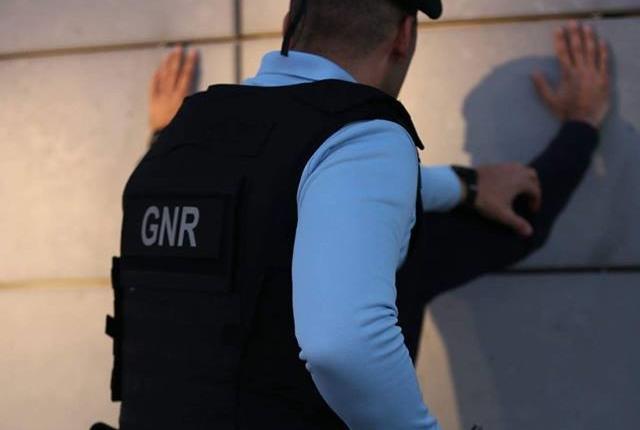 GNR apanha duo suspeito de 40 furtos em Amares, Braga, Vieira do Minho e Vila Verde