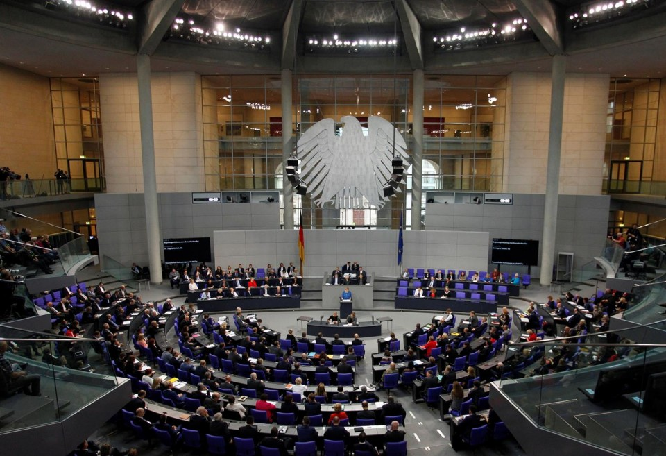 Ameaçados de morte, deputados alemães pedem controlo da extrema-direita