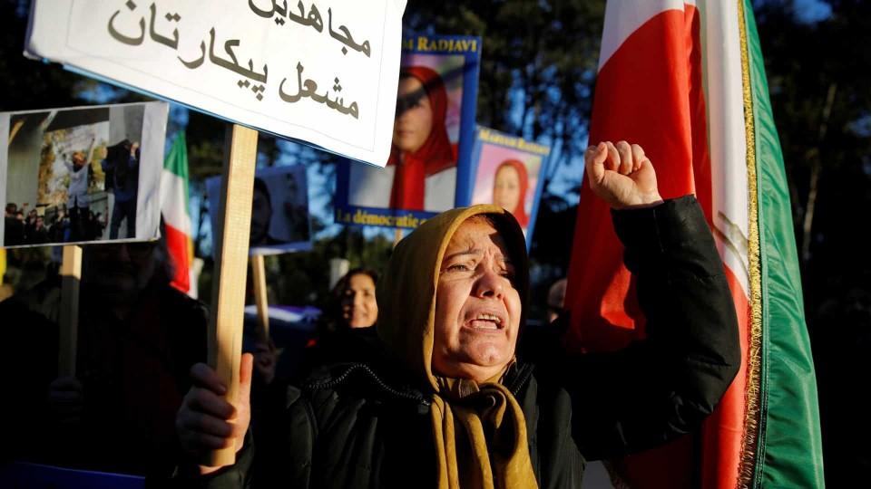 Amnistia Internacional denuncia mais de 100 mortos em protestos no Irão