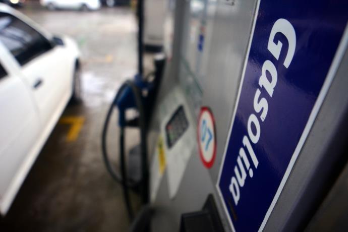 Preços dos combustíveis regressam às quedas