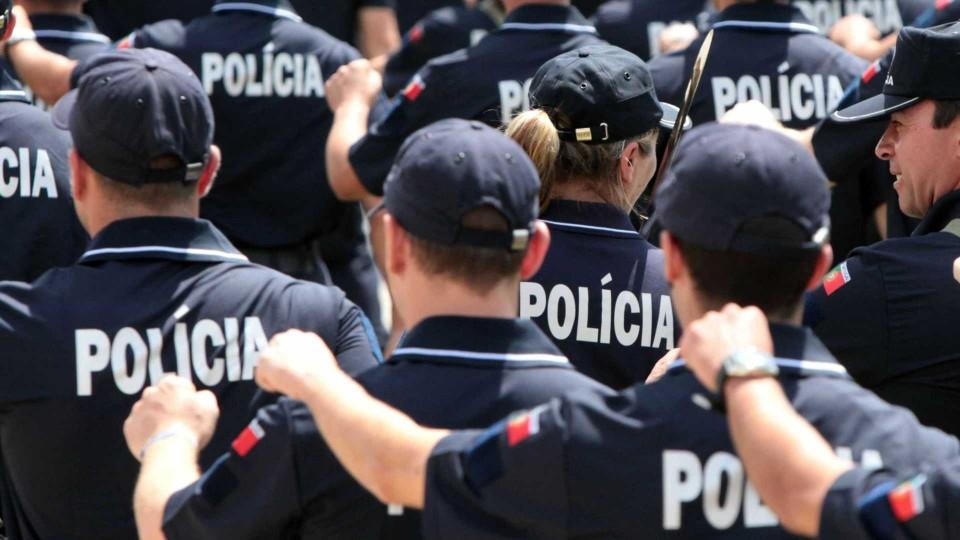 Polícias saem descontentes de reunião com o Governo