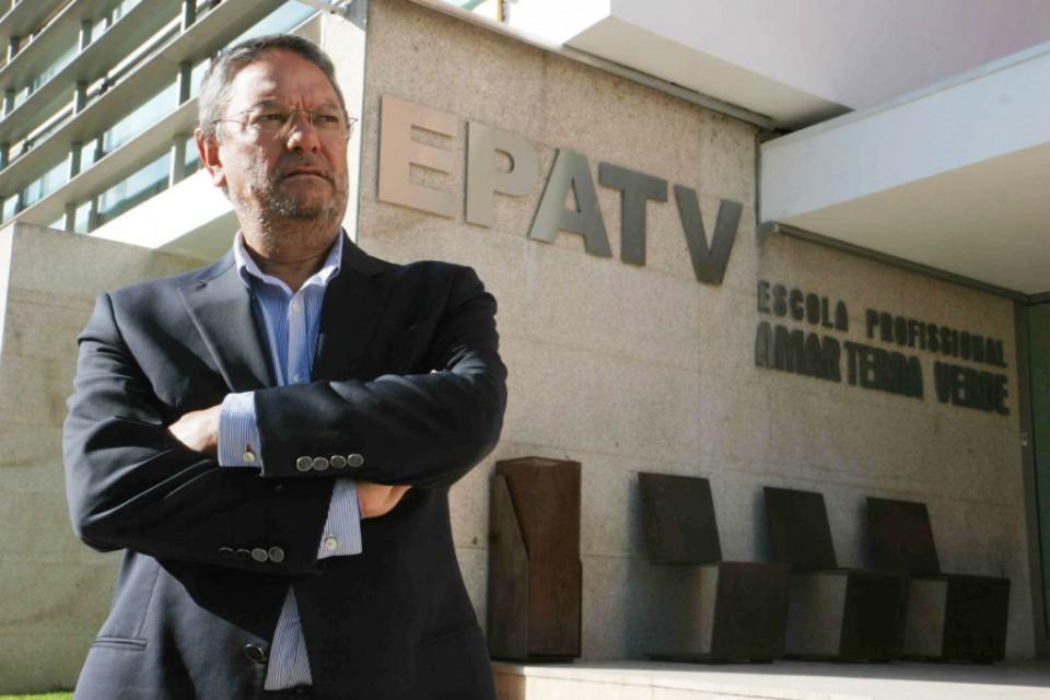 """Director da EPAV desiste da compra de """"carro de luxo"""" e acusa comunicação social de """"denegrir"""" escola"""