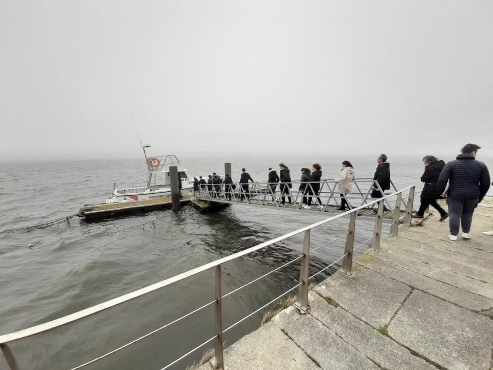 Alunos da 'Secundária' de Esposende preparam no estuário do Cávado obra de arte para pôr em terra