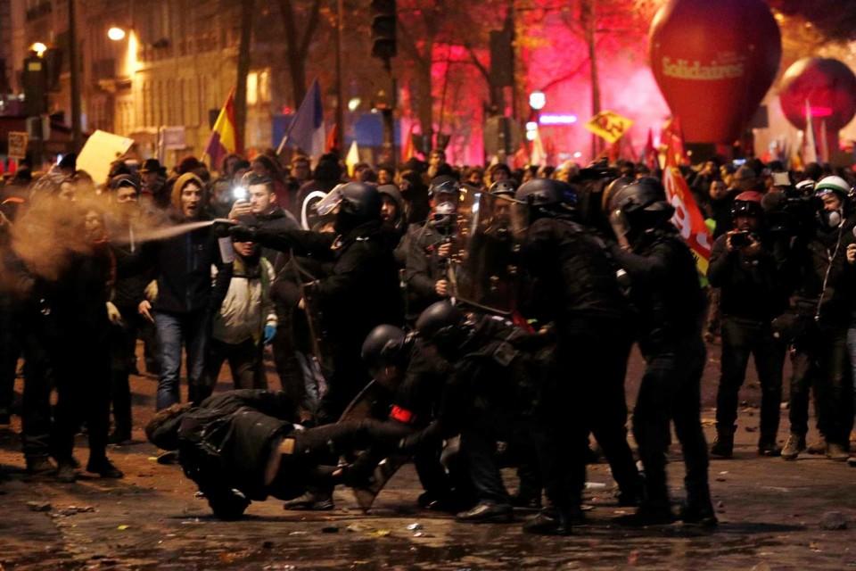 Greve Geral em França. Meio milhão de manifestantes e pelo menos 80 detidos em Paris