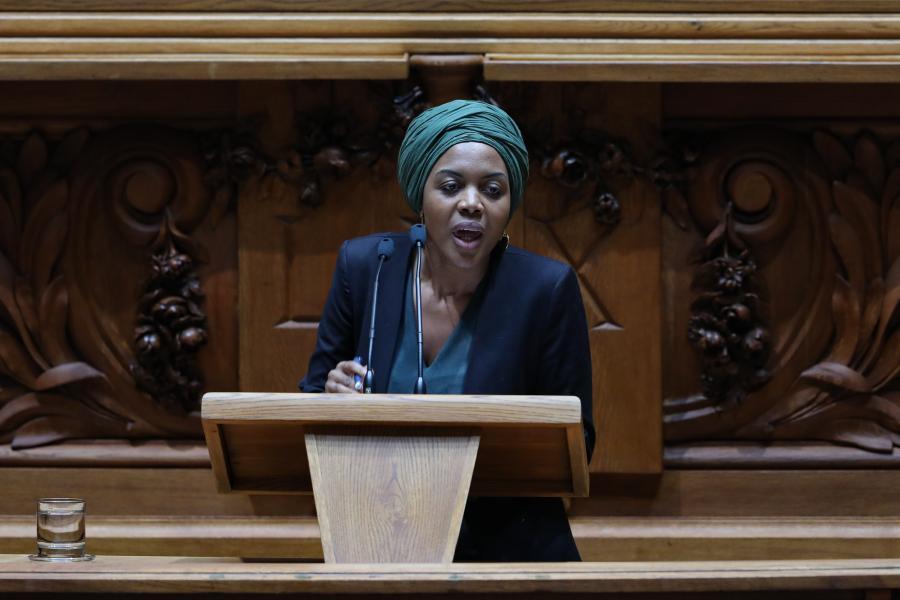 Membros do Livre querem retirar confiança política a Joacine Katar Moreira