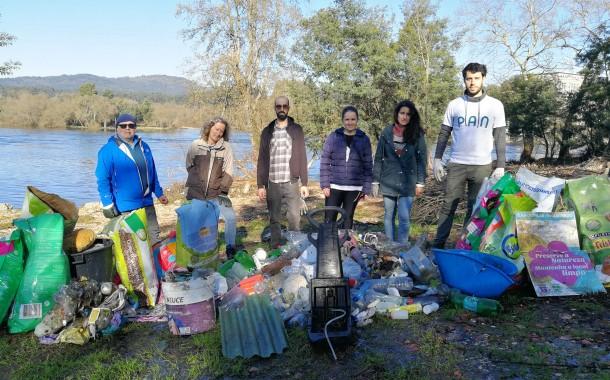 PAN recolhe cerca de dois mil litros de lixo no rio Cávado, em Barcelos