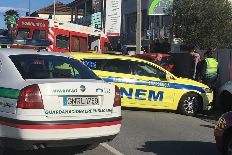 Famalicão - Mulher morre atingida por carro em despist