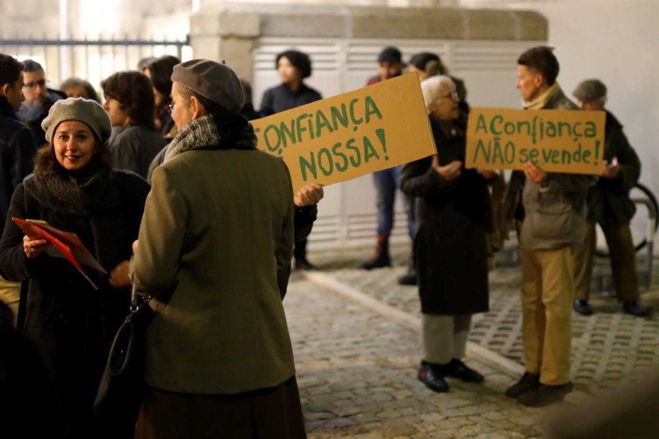 Assembleia Municipal de Braga aprova venda da Fábrica Confiança com protestos à porta