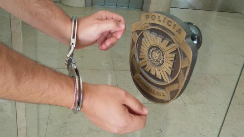 Prisão domiciliária para assaltante que esfaqueou dono de café em Braga