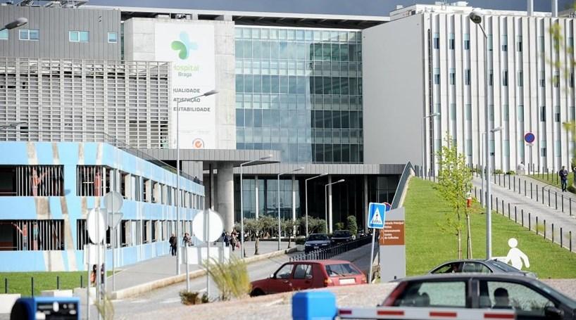 Governo quer baixar preços do estacionamento no Hospital de Braga