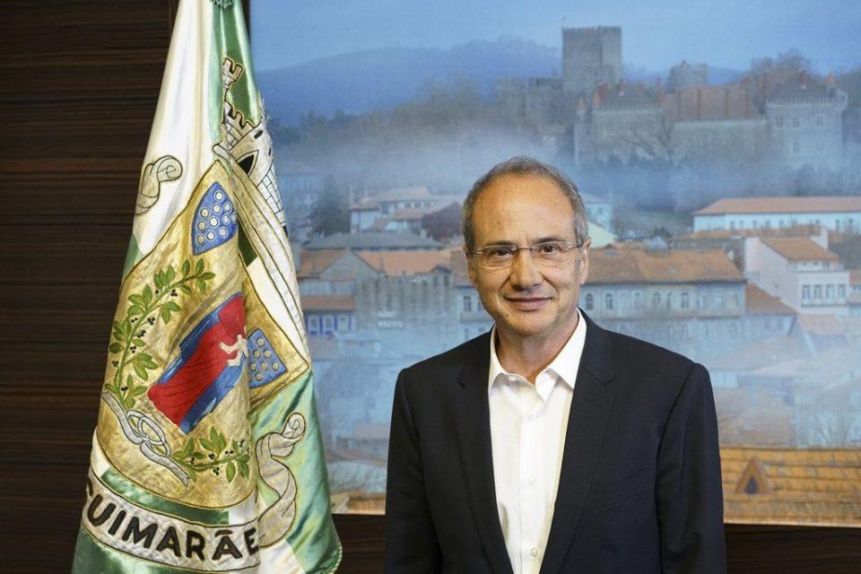 """Presidente da câmara diz que """"não há racismo"""" em Guimarães"""