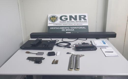 GNR de Braga detém dois homens que usaram cartão de crédito furtado para comparar material informático