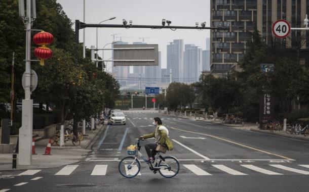 Desapareceu outro jornalista chinês que publicava vídeos de Wuhan (c/vídeo)