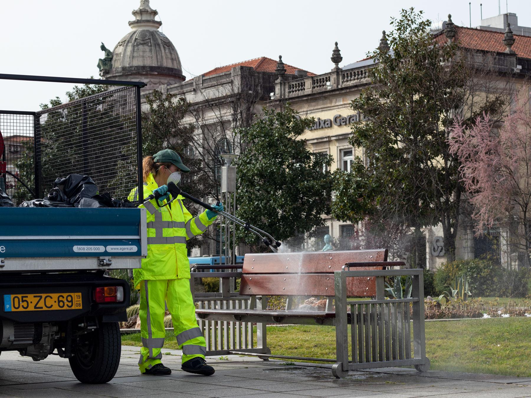 Agere desinfecta ruas e espaços públicos de Braga