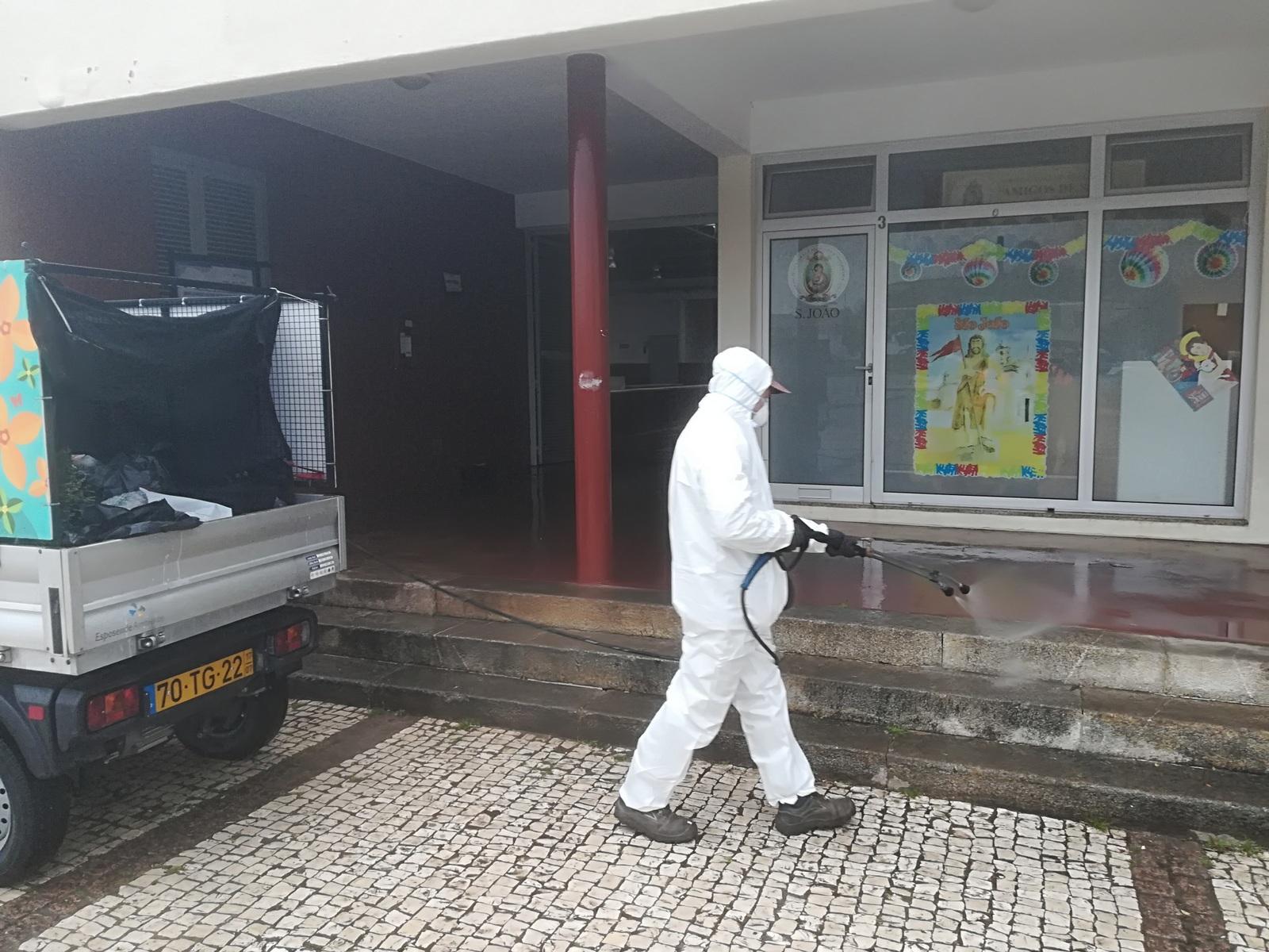Esposende combate Covid-19 com lavagem e desinfecção de espaços públicos