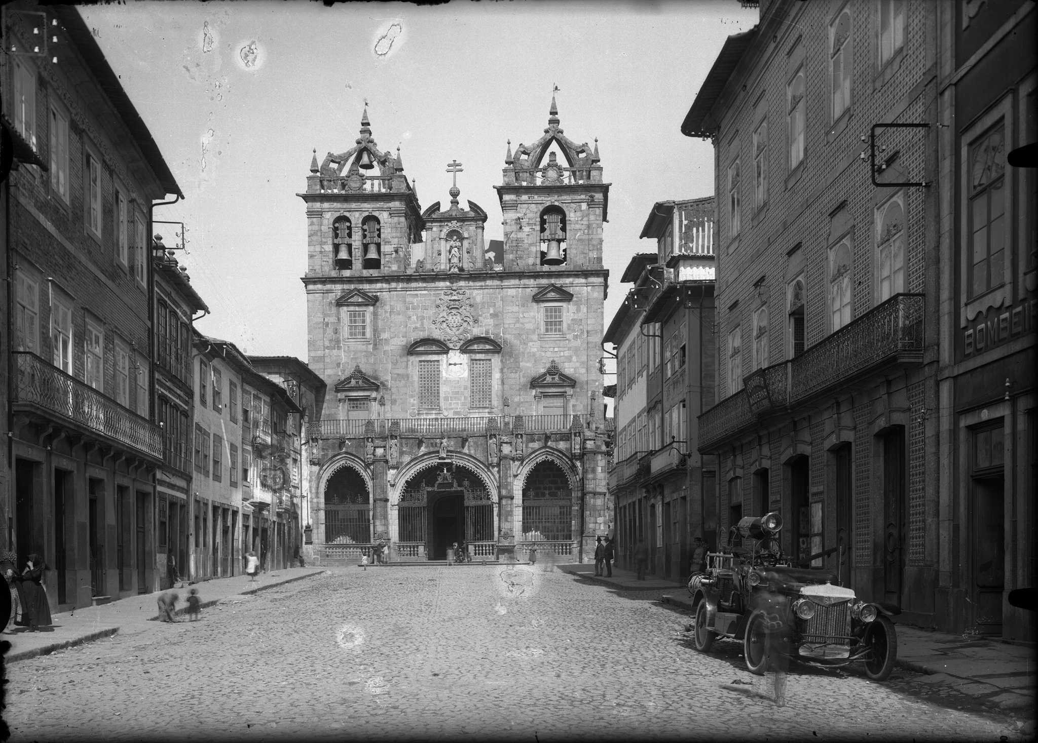 Igrejas de Braga dos arquivos da Photographia Alliança e Casa Pelicano online