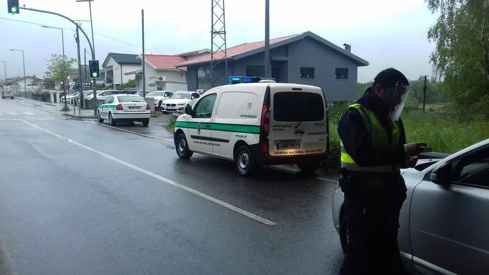 Covid-19. 95 condutores obrigados a regressar a casa em acção de fiscalização da GNR de Guimarães