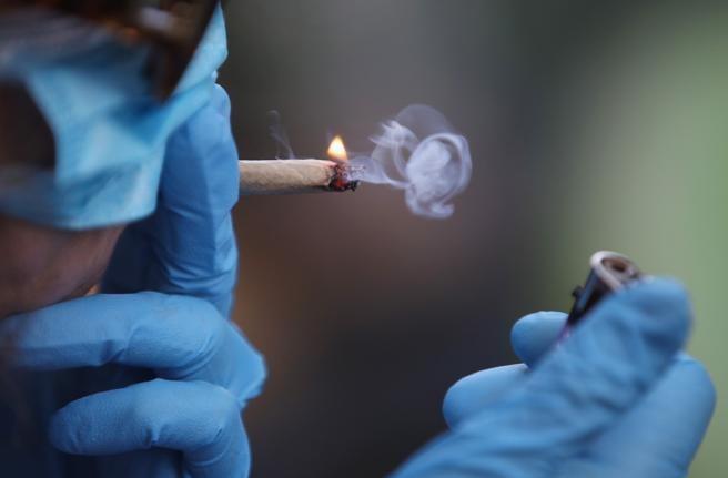 Estudo na França mostra que a nicotina pode proteger da covid-19