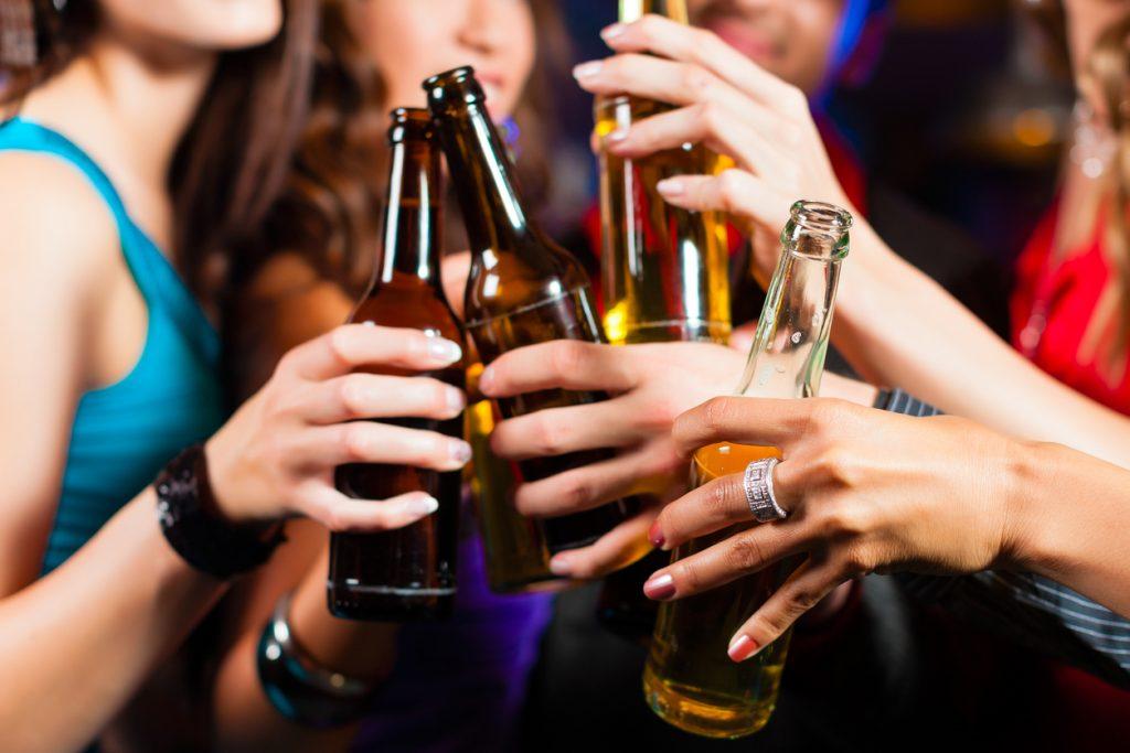 Um terço dos jovens portugueses diminuiu consumos de álcool e drogas durante a pandemia, revela estudo