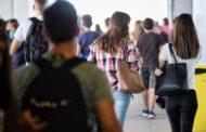 Adolescentes portugueses gostam menos da escola, fumam menos canábis e bebem mais que muitos colegas europeus