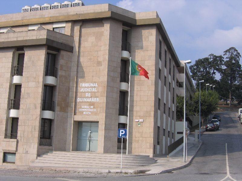 Ex-fuzileiro condenado a 18 anos de cadeia por matar vizinha em esplanada de Guimarães