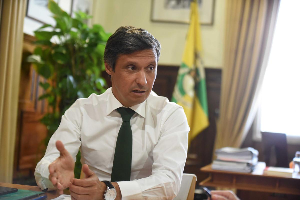 """Presidente da Câmara de Famalicão acusa Governo de """"não dar ouvidos"""" às autarquias desde início da pandemia"""