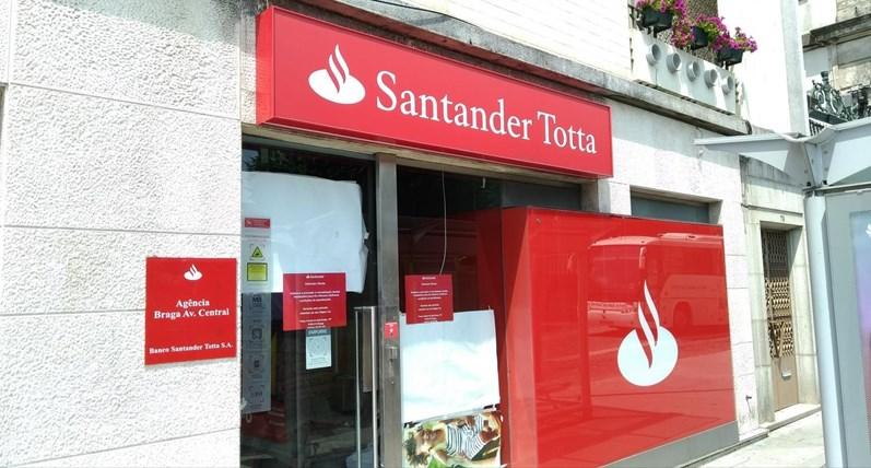 Tribunal de Braga continua julgamento do assalto ao Santander com 22 pessoas na sala e oito por vídeo-conferência