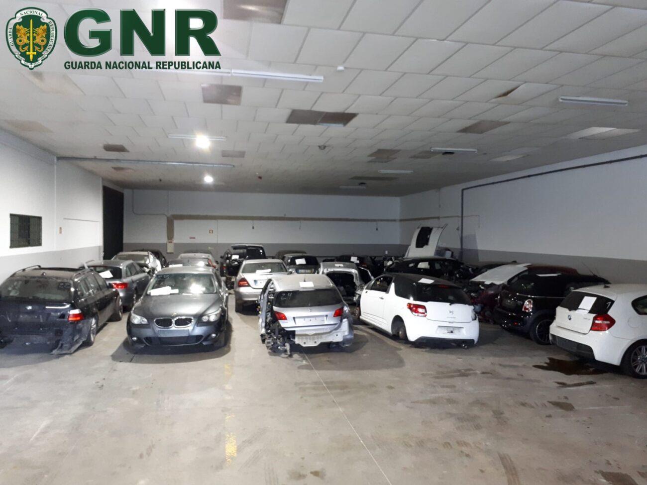 GNR de Barcelos apreende 25 carros e detém dois homens em mega-operação