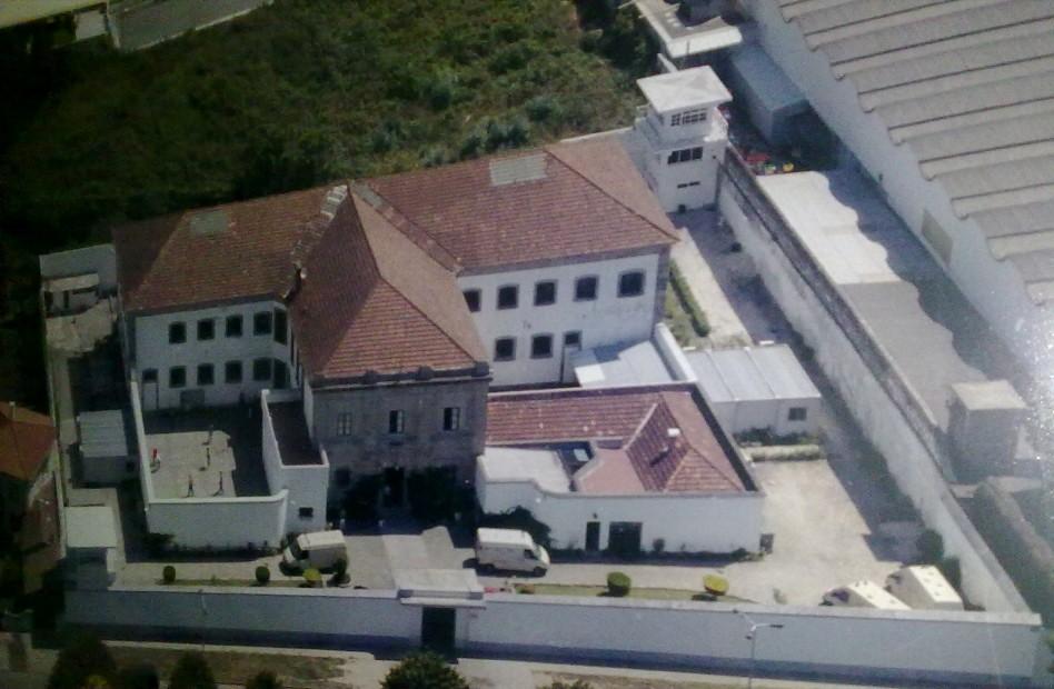 """Reclusos da cadeia de Braga ameaçam processar Estado por causa do """"cheiro insuportável"""" das refeições"""
