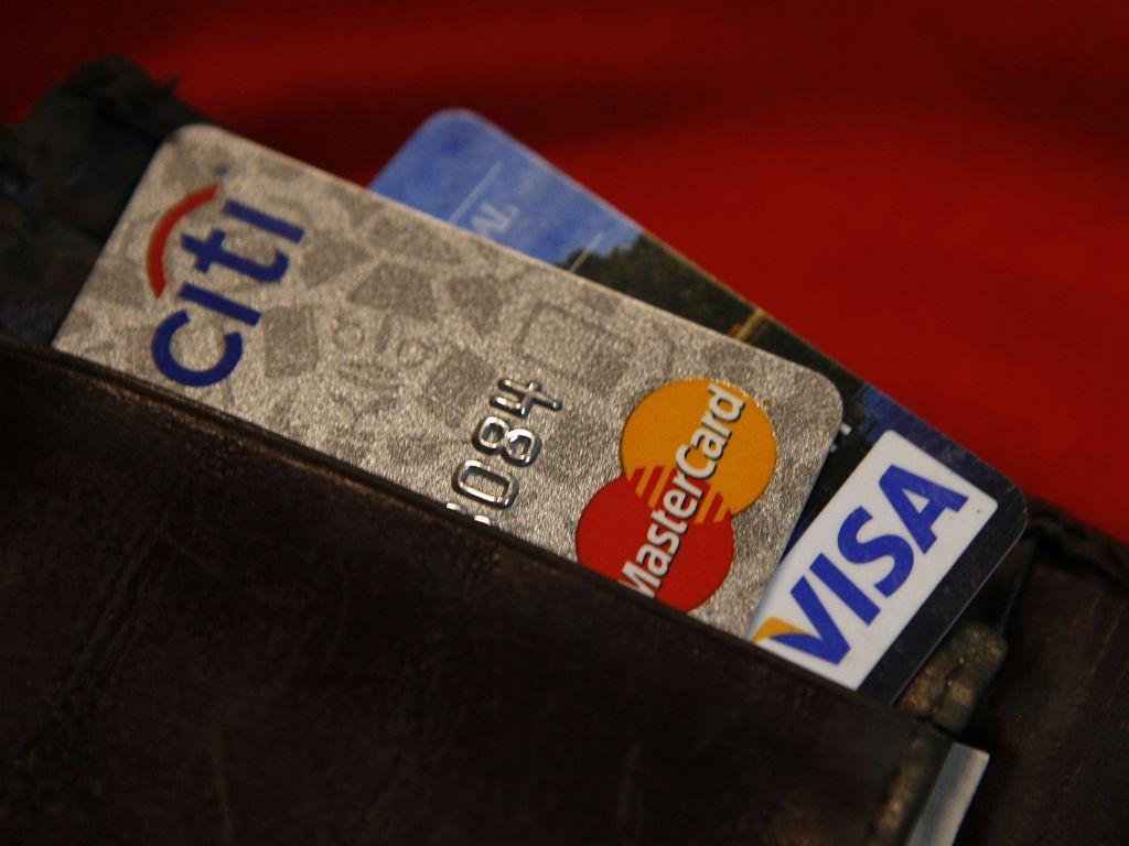 PJ de Braga detém suspeito de crimes com cartões de crédito. Empresas e particulares sem centenas de milhares de euros