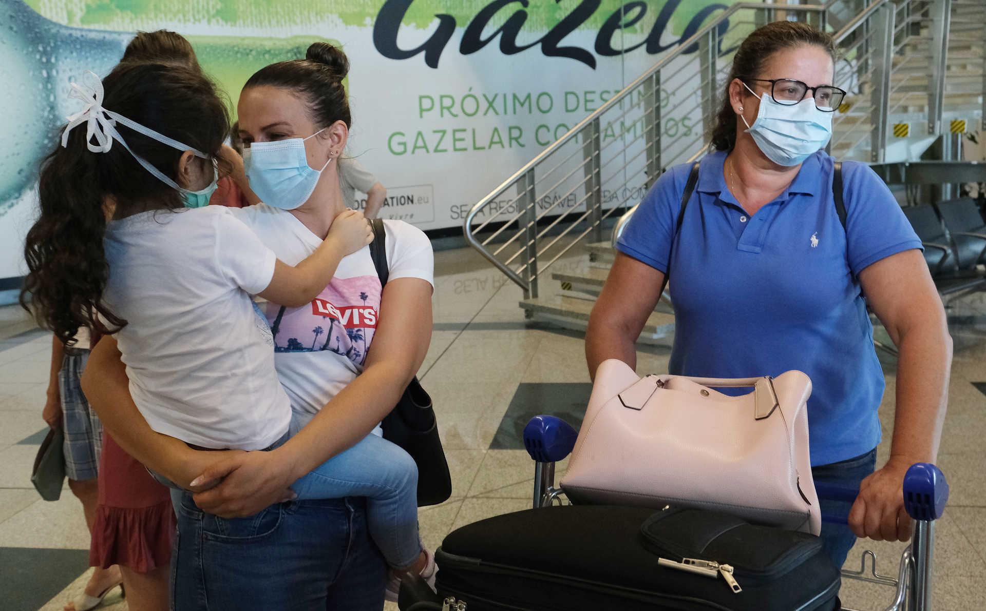 """Emigrantes de Guimarães e Braga regressam a casa para férias em voo privado. Preços da TAP """"demasiados elevados"""""""