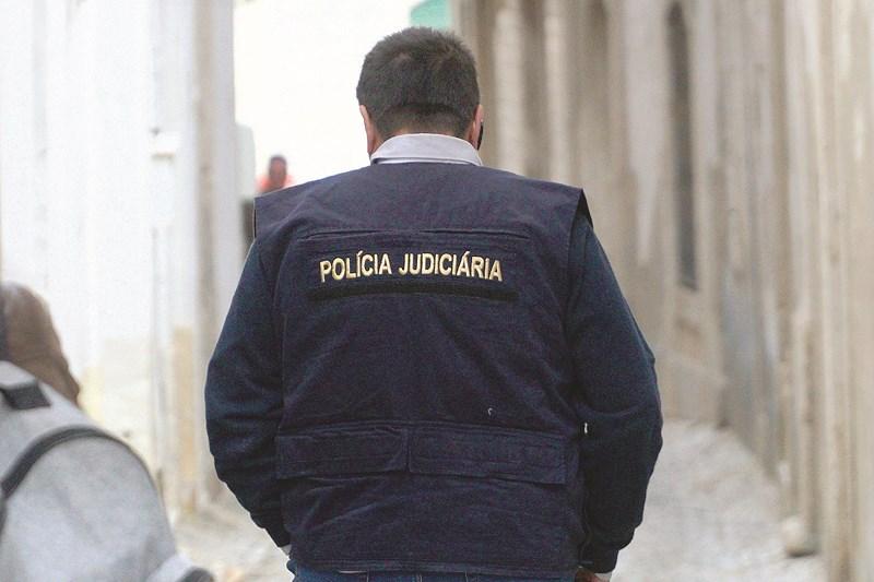 Detido homem que incendeia carro e provoca fogo florestal em Barcelos