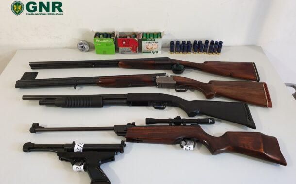 GNR apreende arsenal em casa de suspeito de violência doméstica em Braga