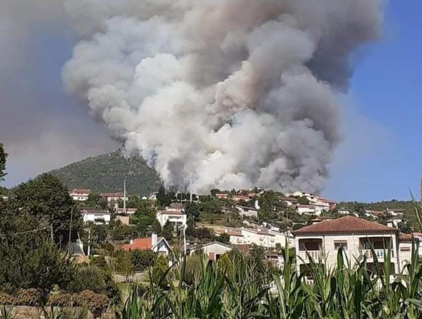 """Fogo de Mondim de Basto mantém frente activa """"com muita intensidade"""" há 24 horas"""
