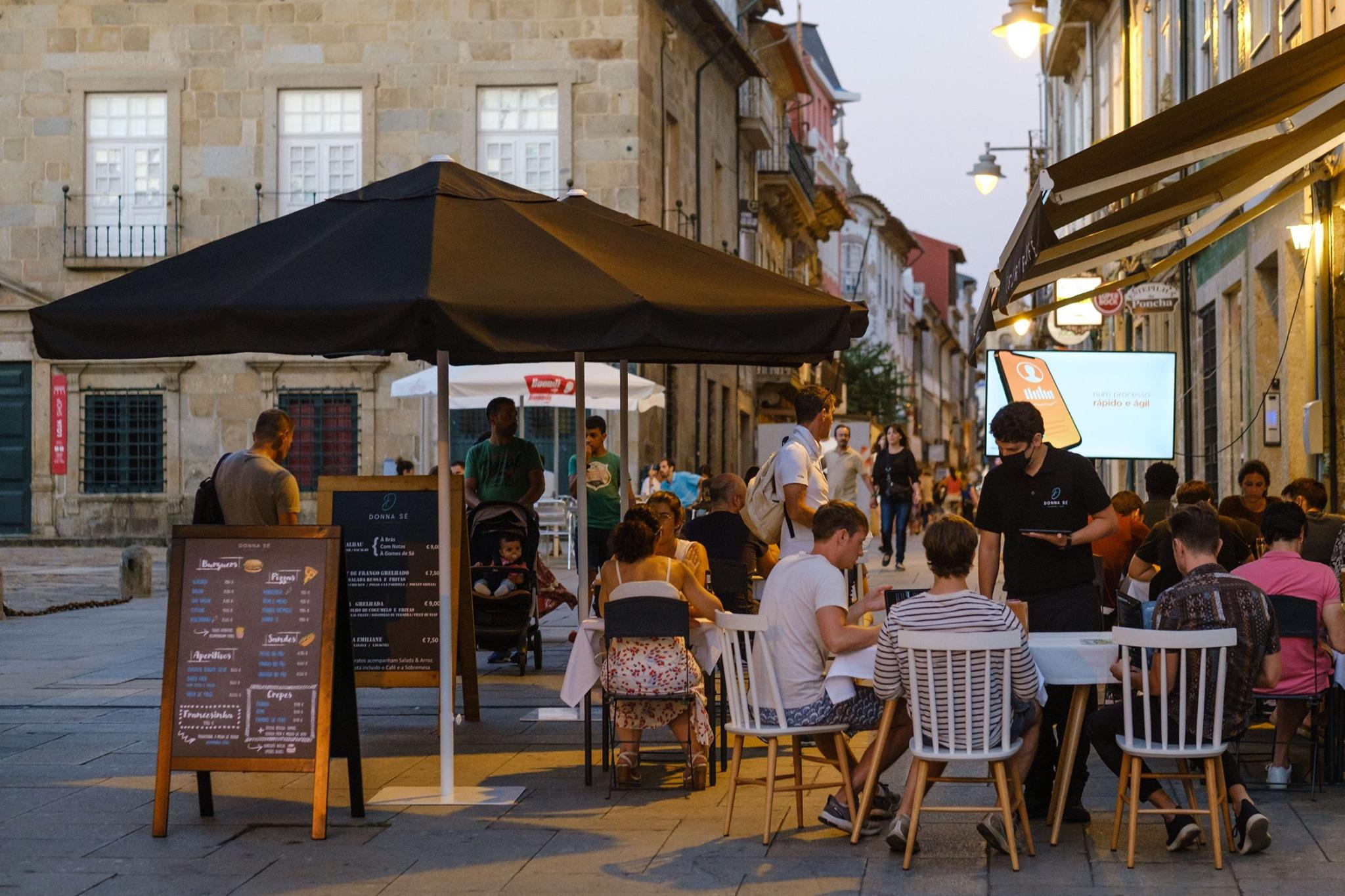 Estado de contingência. Comércio aberto até às 23h00 em Braga