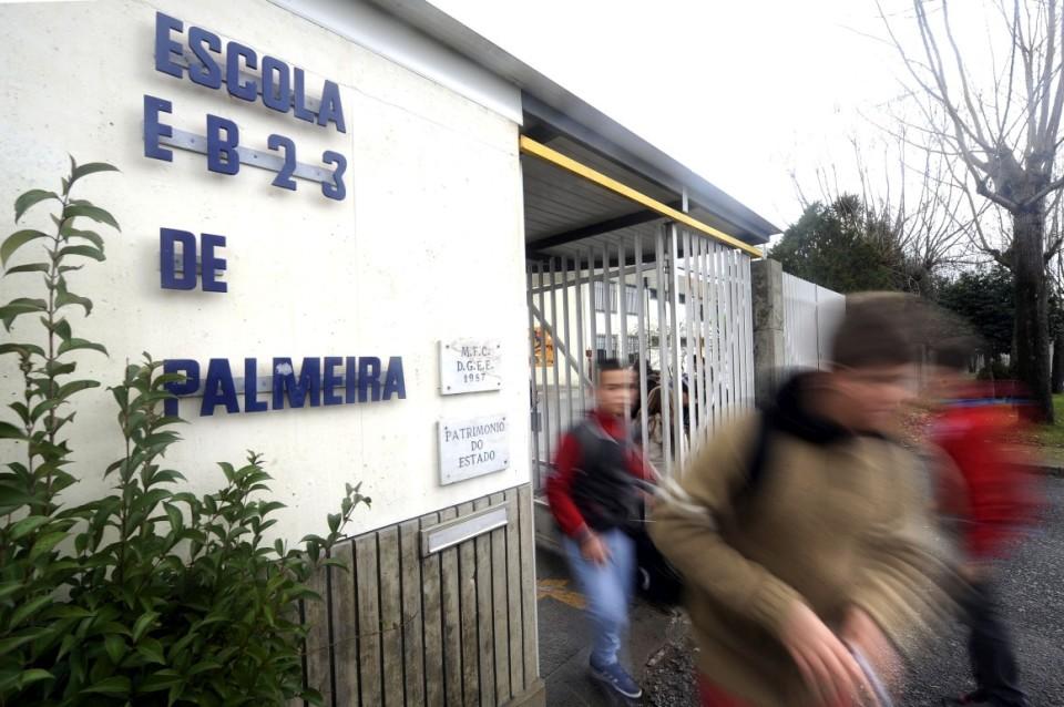 Costa anuncia contratação imediata de 1.500 assistentes operacionais nas escolas