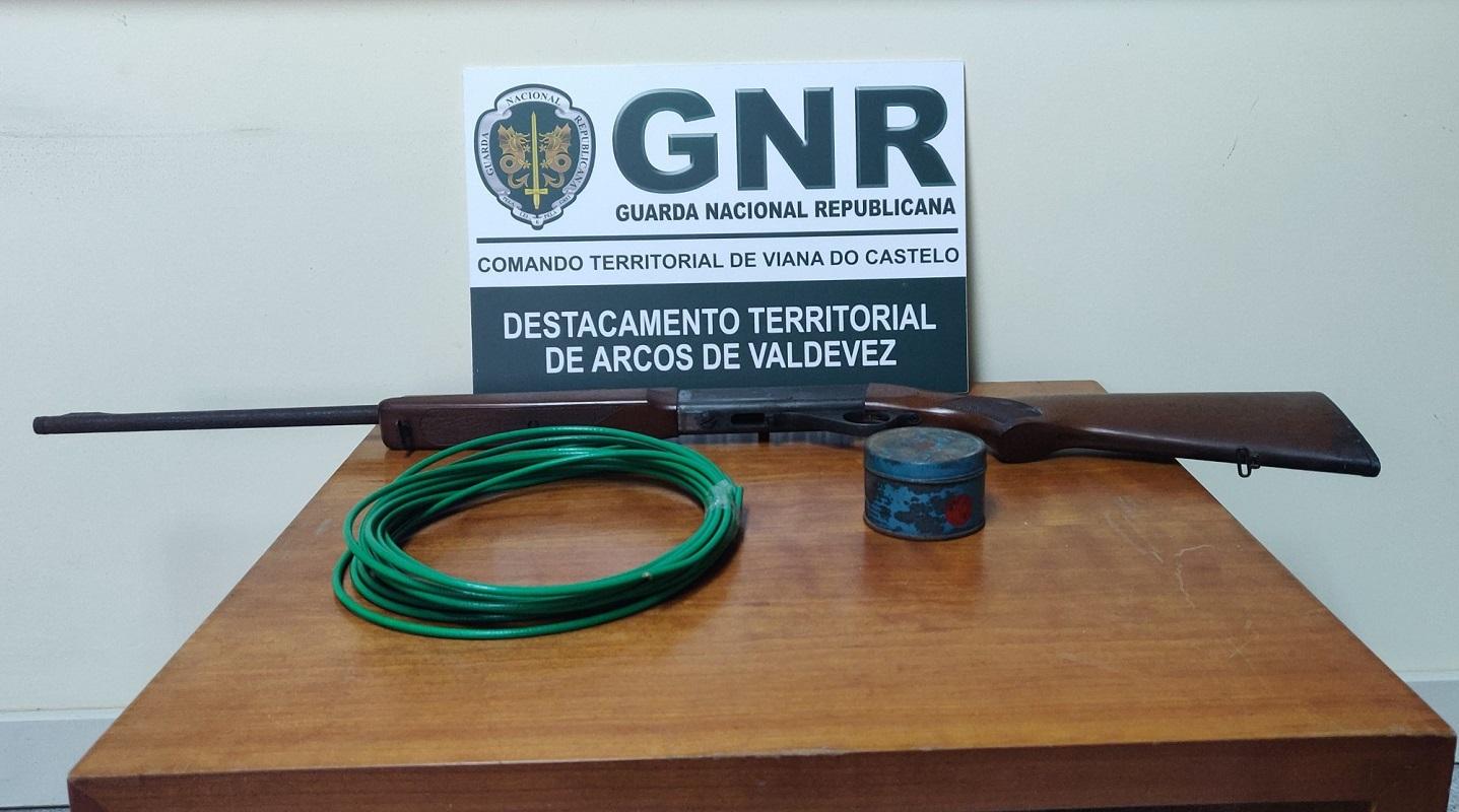 Detido por posse de arma proibida e artigos pirotécnicos em Ponte de Lima