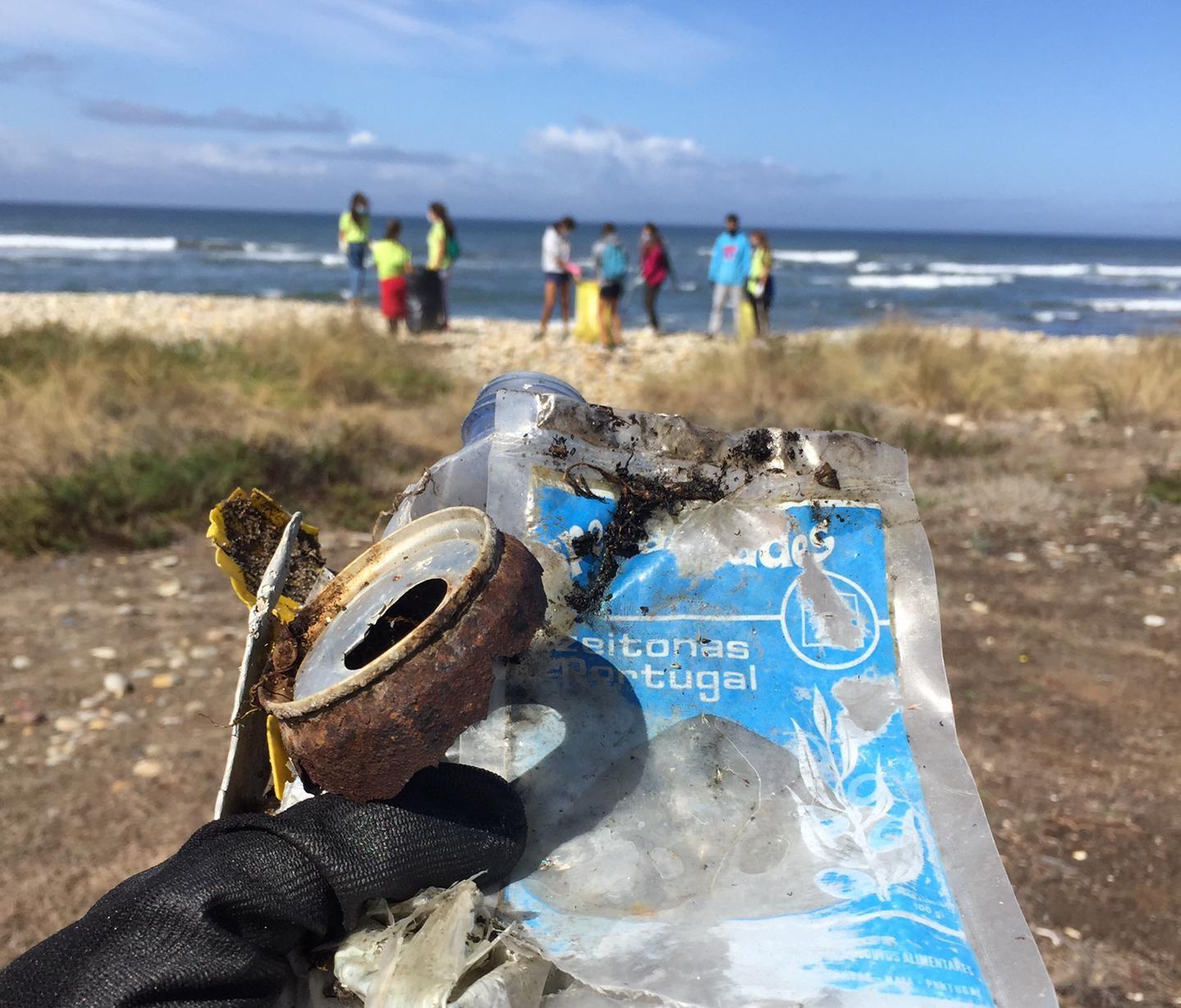 Voluntários recolhem uma tonelada de lixo marinho em cinco praias de Esposende
