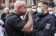 Alemanha suspende 29 polícias envolvidos em redes neonazis