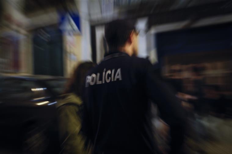 Condutor alcoolizado detido por agredir polícia a soco em Braga