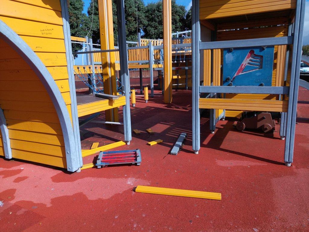 Câmara de Esposende denuncia vandalismo de parques infantis encerrados