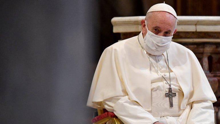 Papa Francisco apoia uniões de facto de casais homossexuais