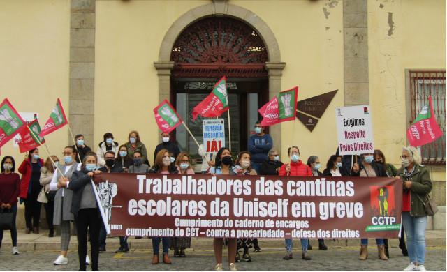 Greve de trabalhadores das cantinas escolares deixa 60% dos alunos de Barcelos sem refeições