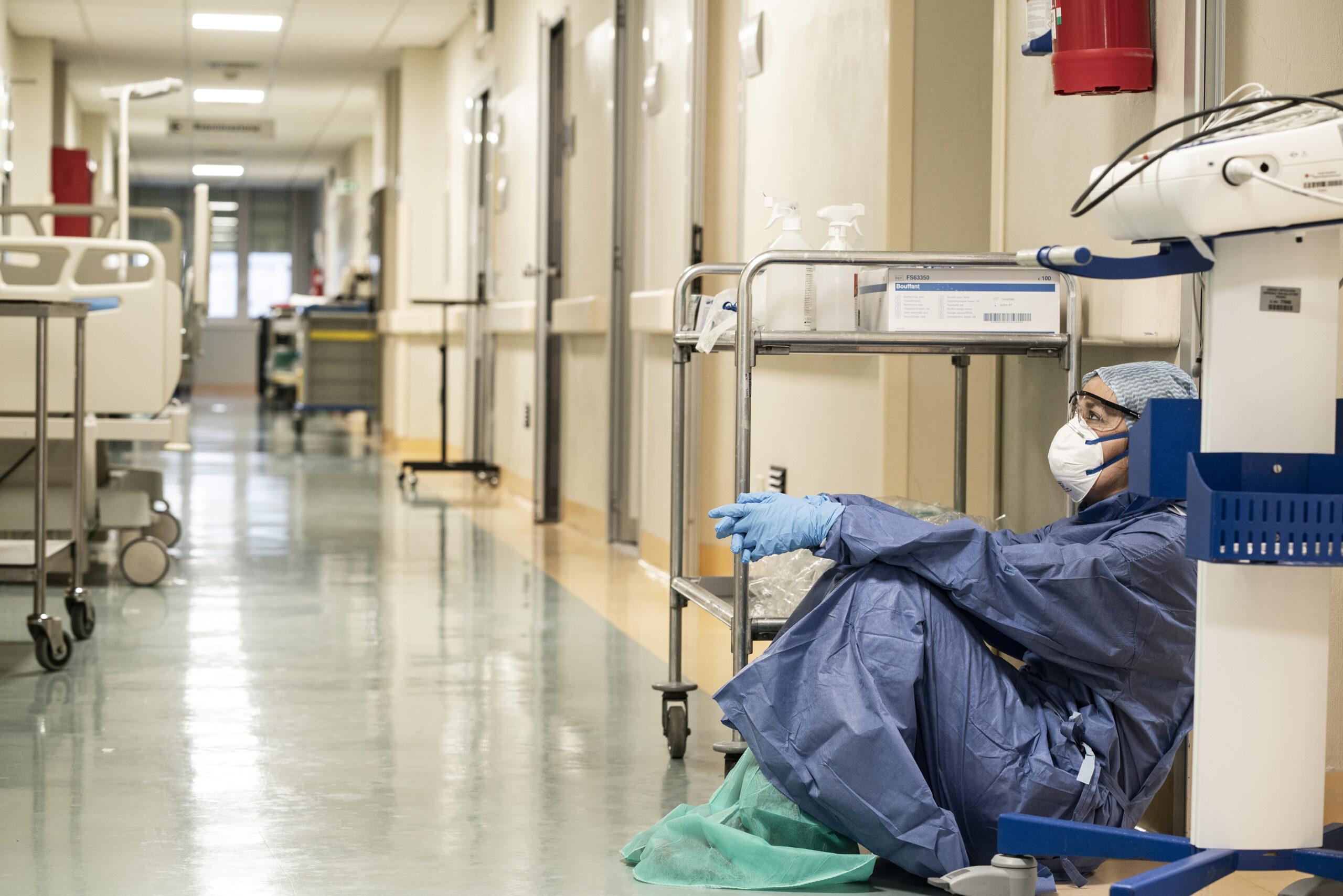 """Covid-19. Hospitais já sentem """"pressão"""" do aumento de casos e internamentos"""
