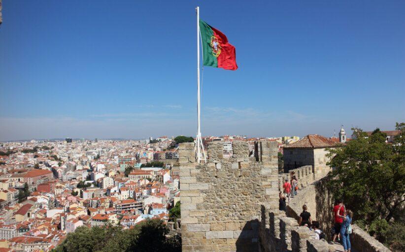 Portugal é pouco poupado, tem patrões e trabalhadores com baixa escolaridade, diz a Pordata