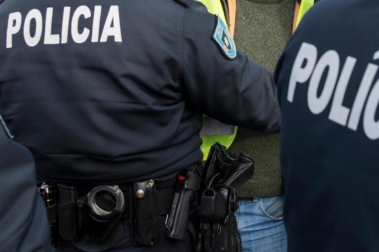 Detido por furto de tablets em estabelecimento comercial de Guimarães