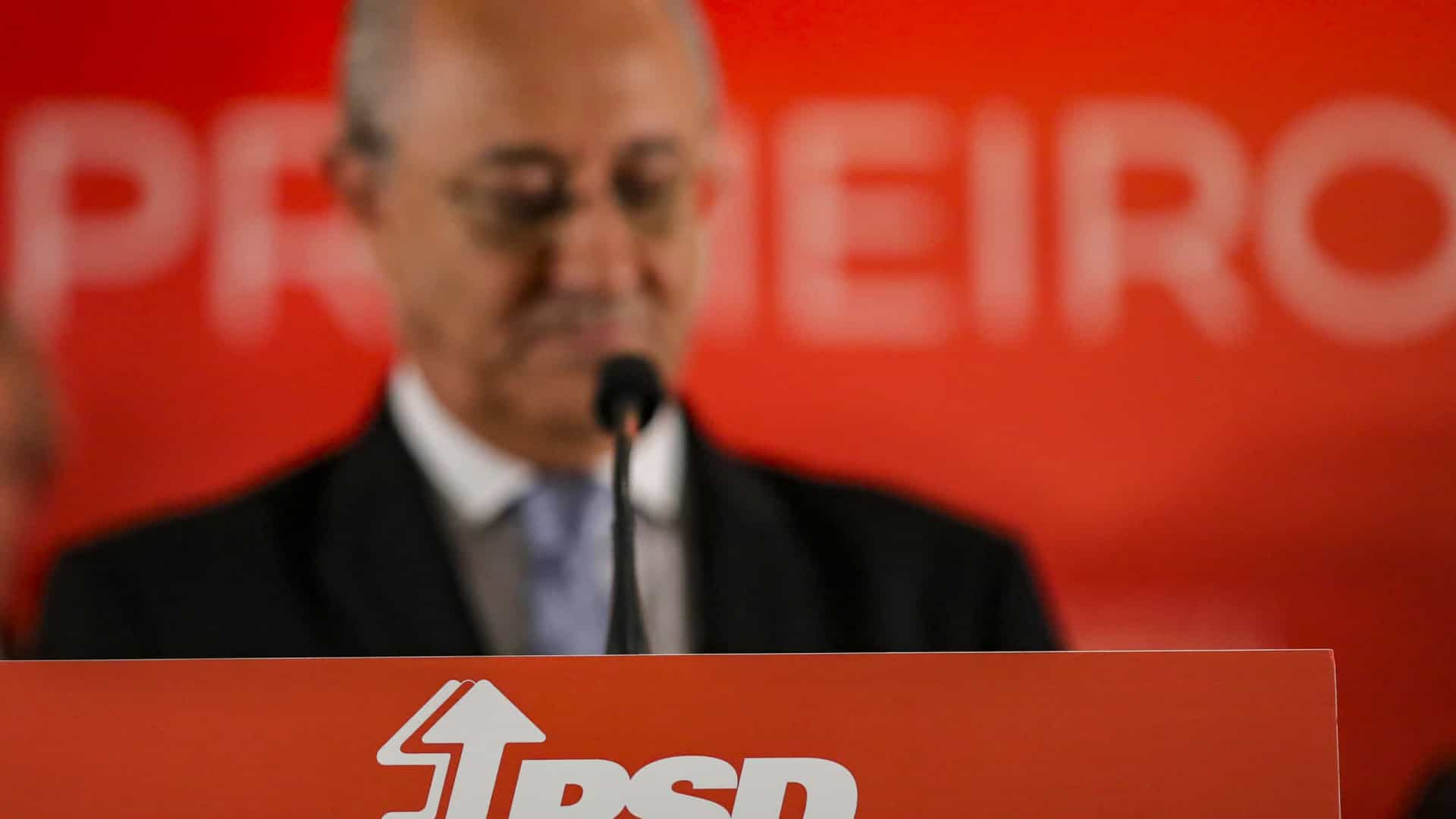 """Rui Rio diz que PSD """"tem de ser coerente"""" e por isso vota contra proposta de orçamento do Governo."""